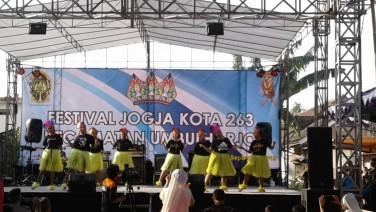 Pentas seni  meneriahkan Festival Kota Jogja dlm rangka HUT Kota ke 263
