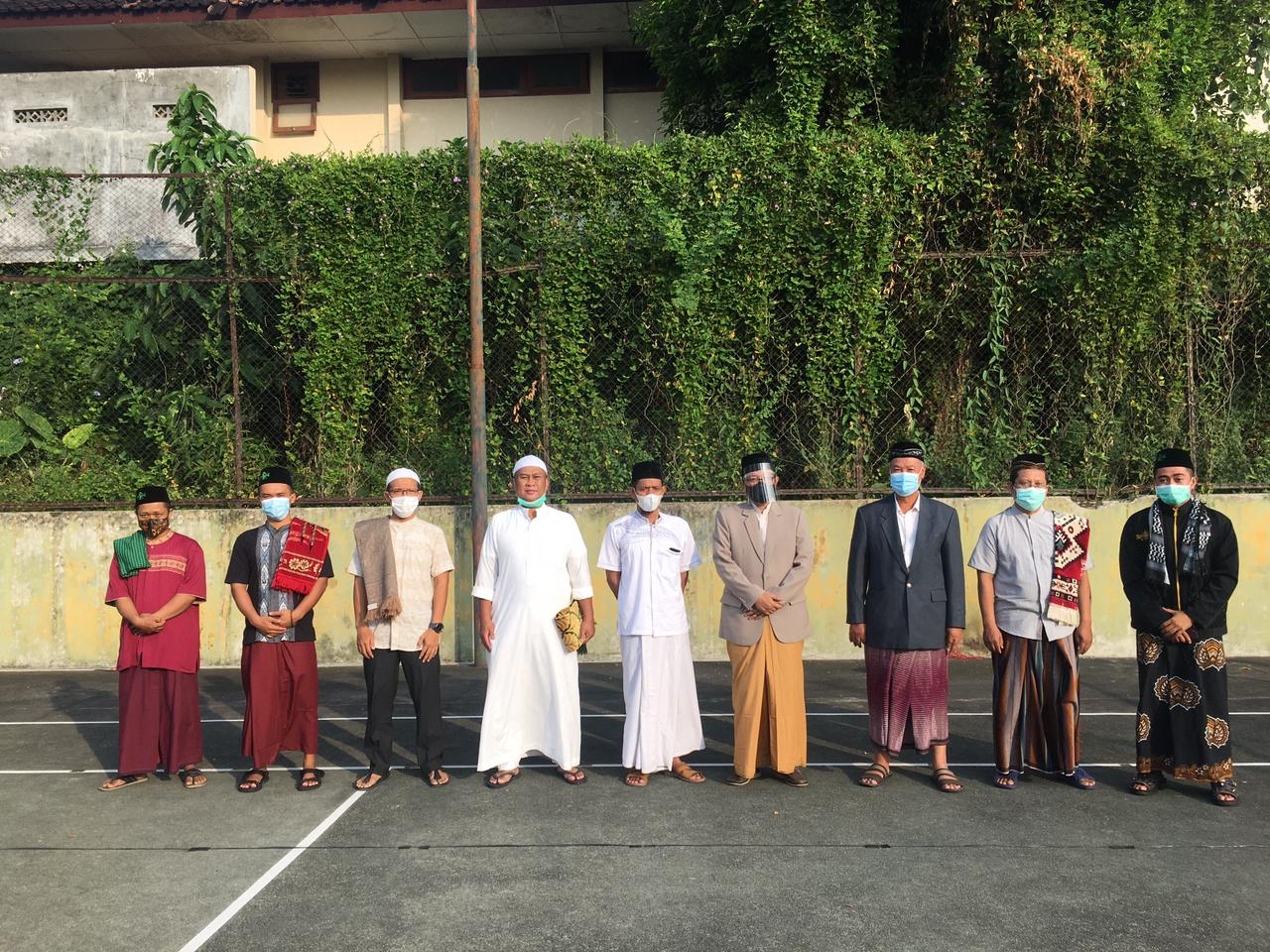 Wakil Walikota Yogyakarta Drs. Heroe Poerwadi, MA menjadi Khatib Sholat Idul Fitri di Lapangan Tenis Dr Gunawan RW 08 Sidobali Kelurahan Muja Muju Kemantren Umbulharjo