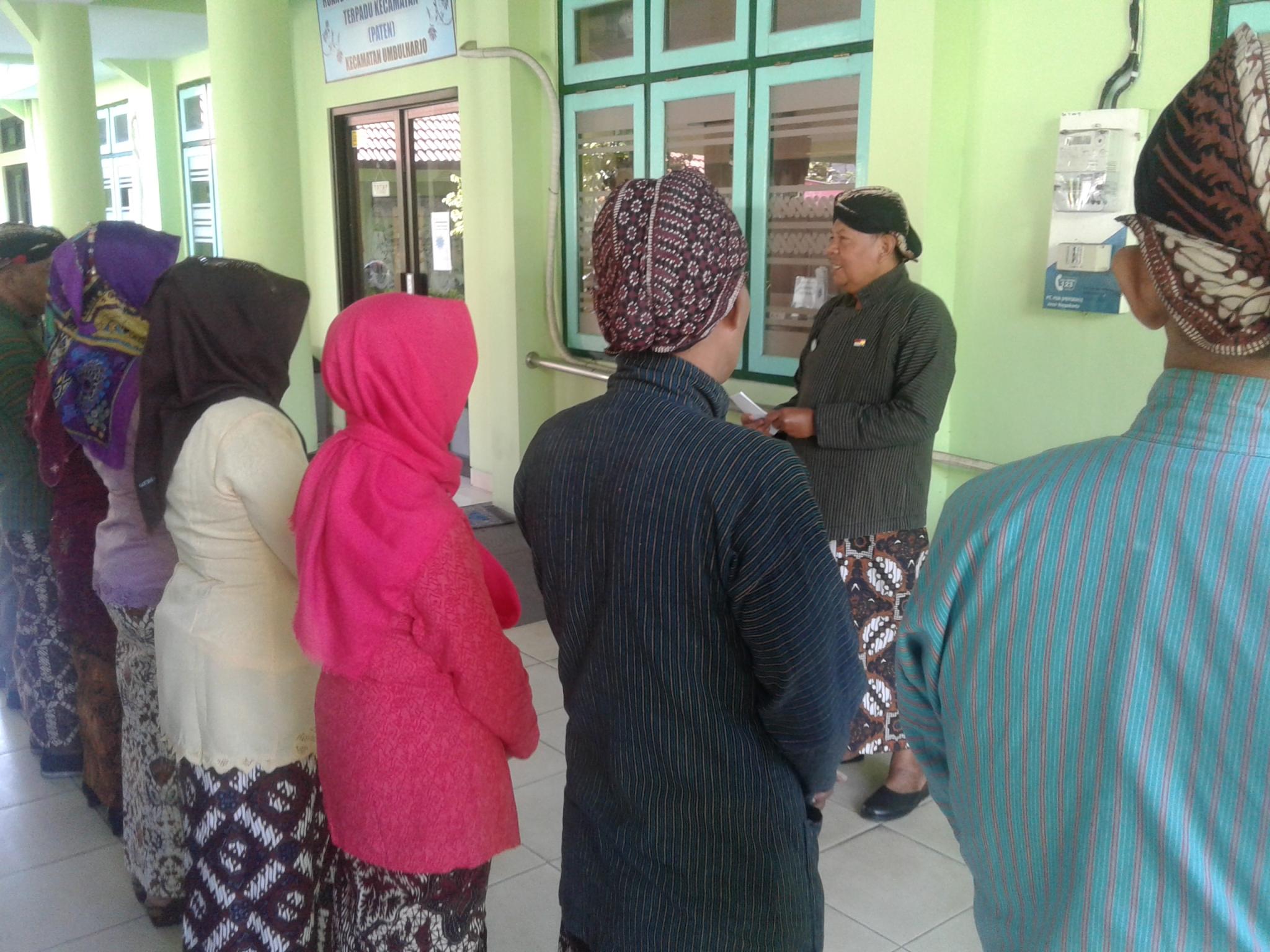 Apel Pagi Karyawan Karyawati dengan Pakaian Jawa Gagrak Ngayogyokarto