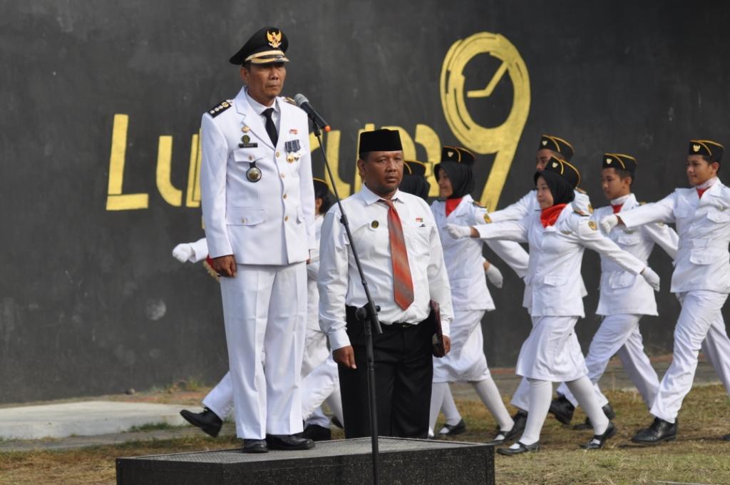 Camat Umbulharjo Bapak Drs Rumpis Trimintarta Pimpin Upacara HUT RI ke 74 di SMAN 8 Yogyakarta